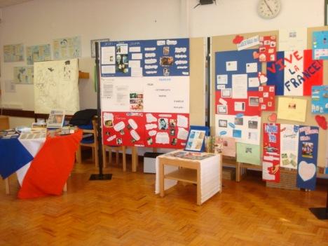 Exposição de trabalhos de Francês na Biblioteca Escolar da Escola Sede do Agrupamento