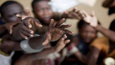 ajuda-maos-africa20038f68