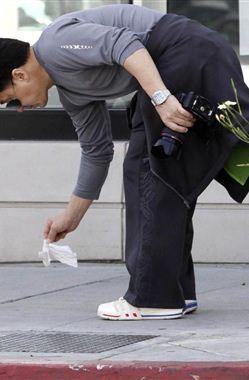 Jackie Chan apanha lixo do chão - Internacionais - Vidas - Correio da manhã www.vidas.xl.pt